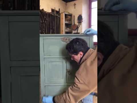 Restaurare un mobile in stile fai da te. Invecchiare Anticare Mobile Antico Laccato Shabby Chic Youtube