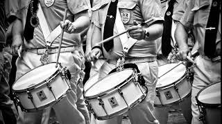 Parade, playing drums/ Parada, gra na bębnach/  Parade, Schlagzeug spielen SOUND EFFECTS