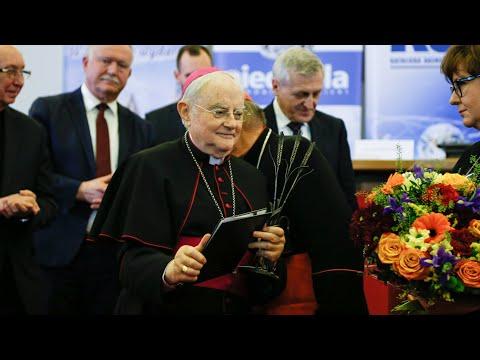 Wręczenie nagrody im. bp. Romana Andrzejewskiego abp. Henrykowi  Hoserowi