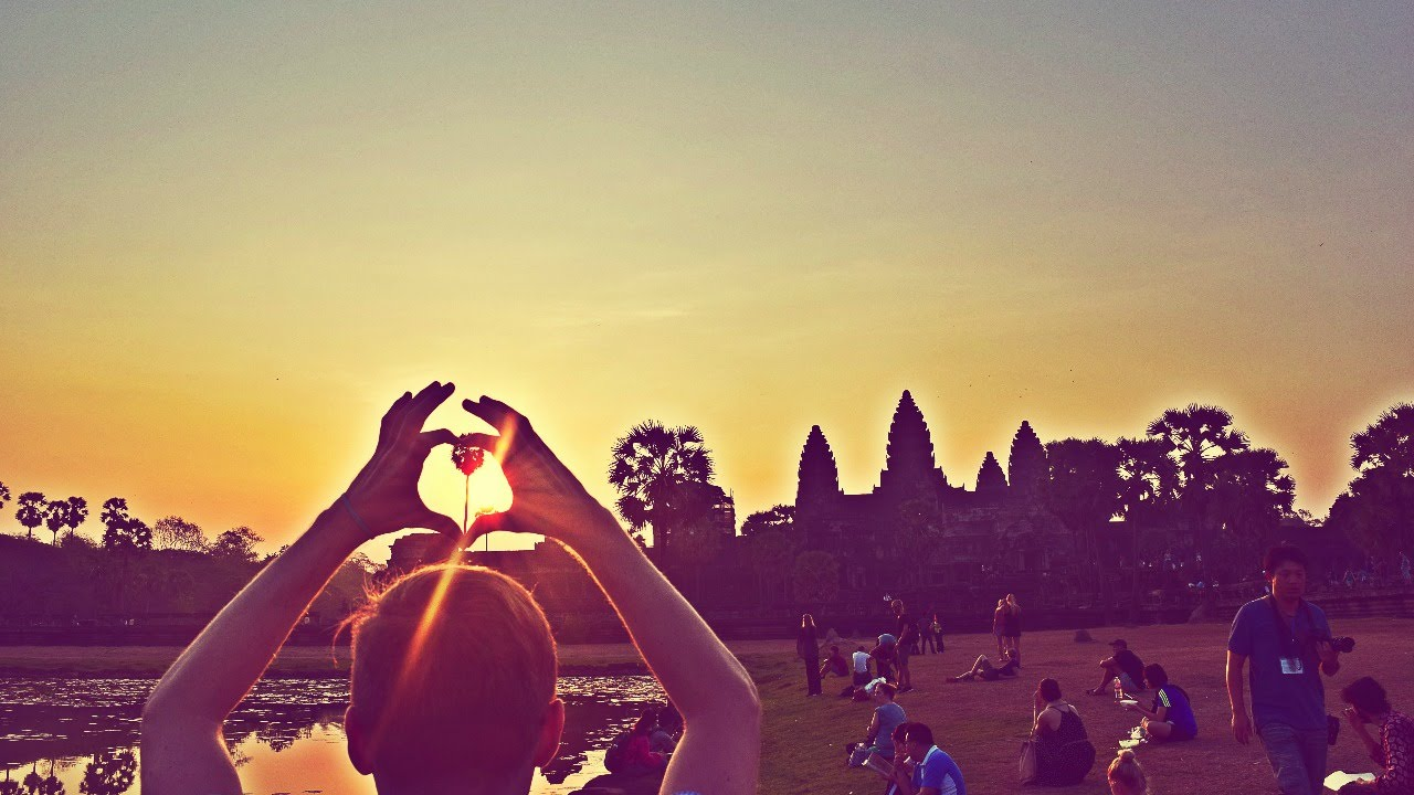 SUNRISE AT ANGKOR WAT - IS IT WORTH IT? | Daily Travel Vlog 83, Cambodia