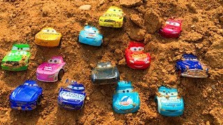 Тачки Игрушки Ищем в Песке Много Машинок Мультики про Машинки для Детей