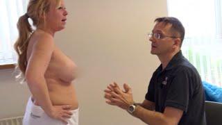 Didde prøver at fuske sig til større bryster