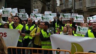 Trabajadores de Ence protestando en la investidura de Lores