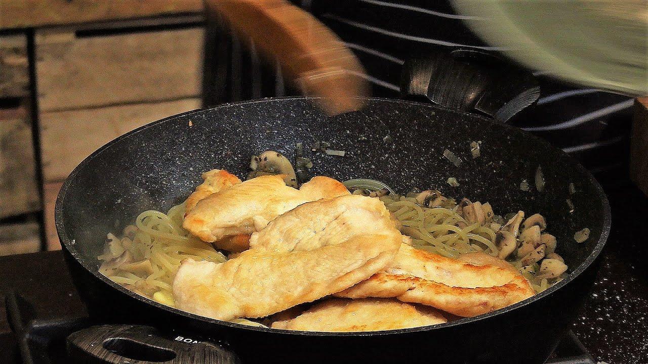 Obiad dla leniwych: Makaron z pieczarkami i filet z kurczaka/ Oddaszfartucha