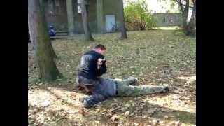 sztuki walki samoobrona nóż pistolet
