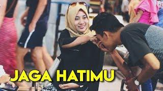 Cantik!! Prank Modus Cium Tangan Cewek Cantik Gak Kenal   Awan Kinton Gombalin Cewek Prank Indonesia