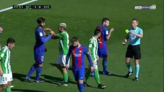 فضيحة تحكيمية في مباراة برشلونة وريال بيتيس حكم عنصري !!!