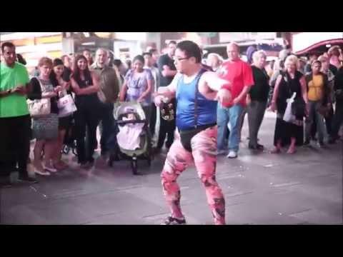 Crazy Funny Japanese Prank Dancer & Tambourine Master GONZO at Times Sq タンバリン・マスター「ゴンゾー」タイムズ・スクエアに現る