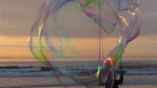 super-giant-bubbles-at-the-beach