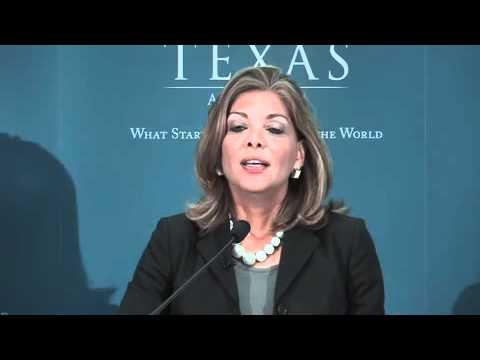 Justice Eva Guzman addresses Subiendo Students and Parents