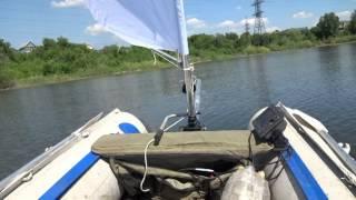Подвесной парус на транец надувной лодки. Испытание. Обзор паруса Катайнена на лодке пвх.