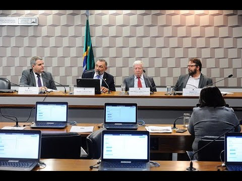 Brasil é campeão mundial em reprovação e evasão escolar, avaliam debatedores na CE