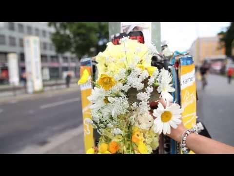 Floral StreetArt Berlin: Plakatschichtung von Steffi Dix