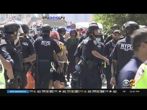 Counter Protesters Momentarily Disrupt Peaceful Unity March Over Brooklyn Bridge