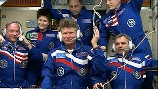 Raw: Astronauts Arrive at ISS for 1-year Mission