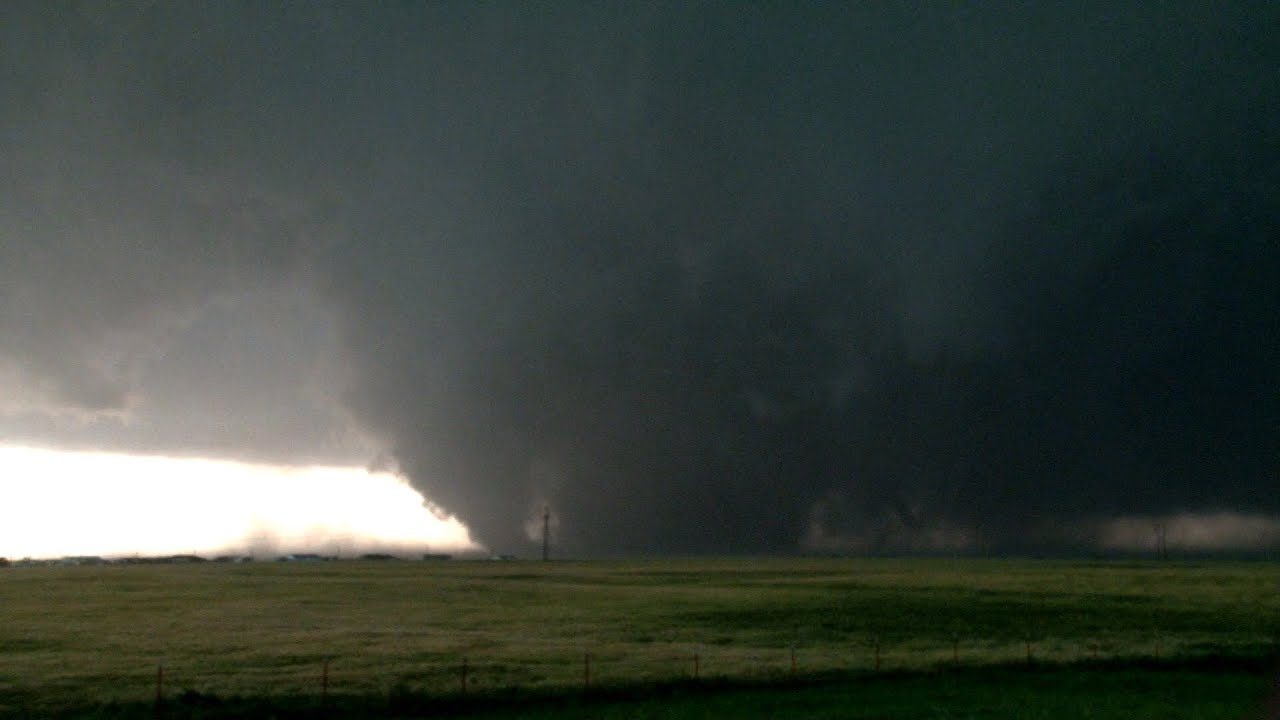 tornado synopsis of the el reno May 3, 1999: my story  near highway 81, the el reno tornado achieved a peak  forward motion of 55 mph this is  one of the most intense sub-vortices during  the el reno tornado translated at an incredible 180 mph.