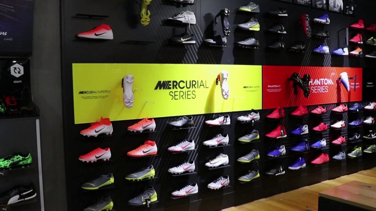 Mansedumbre derrochador Reconocimiento  Nike shoe wall from Chicago Soccer - YouTube