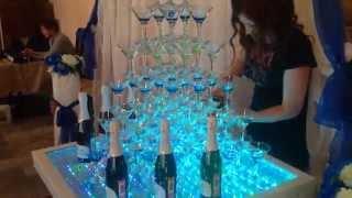 Стол с подсветкой для пирамиды из бокалов с шампанским!