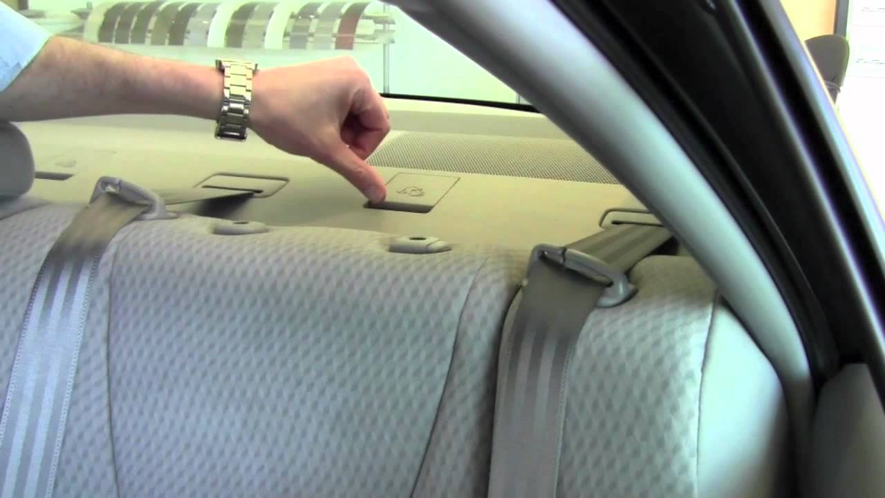 Toyota Camry: Installing child restraints using a seat belt (child restraint lock function belt)