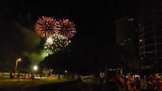 ホノルルマラソンのスタートにあがる花火を撮ってきました。ノーカット...