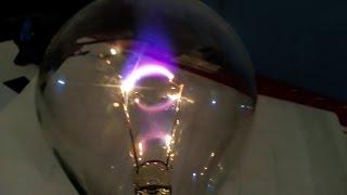 Самодельная Плазменная лампа из лампочки / Электрическая дуга внутри сгоревшей лампочки(Высоковольтная дуга внутри сгоревшей лампы накаливания. Плазменная лампа своими руками. Самодельная Плазм..., 2016-05-20T23:07:48.000Z)