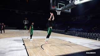 Aaron White recreates Larry Nance Jr. double tap dunk