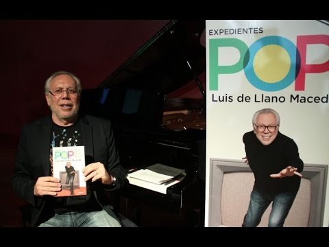 "Luis de Llano presentando su libro ""Expedientes Pop"" en Dispara Margot Dispara"