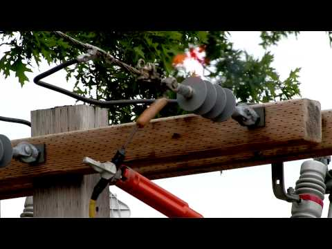 Don't make contact with overhead power lines