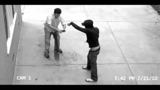Técnica para não ser assaltado: faça xixi nas calças!