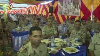 بالفيديو.. رئيس الأركان يتناول وجبة الإفطار مع مقاتلي المنطقة الغربية