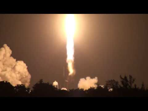 Epic THUNDER of Night Falcon Heavy Sets off Car Alarms (STP-2 launch at Press Site)
