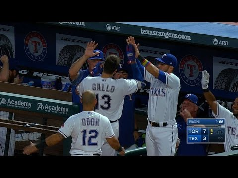 Gallo legs out an inside-the-park home run