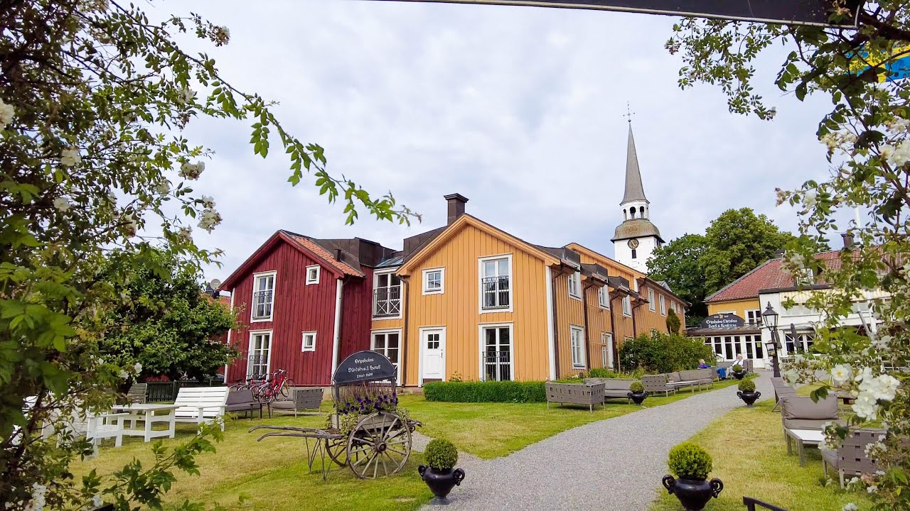 Walking in Mariefred: Swedish Small Town Idyll with a Castle (Gripsholms slott)