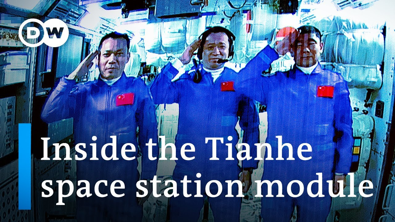 Download Chinese astronauts dock with Tiangong space station | DW News