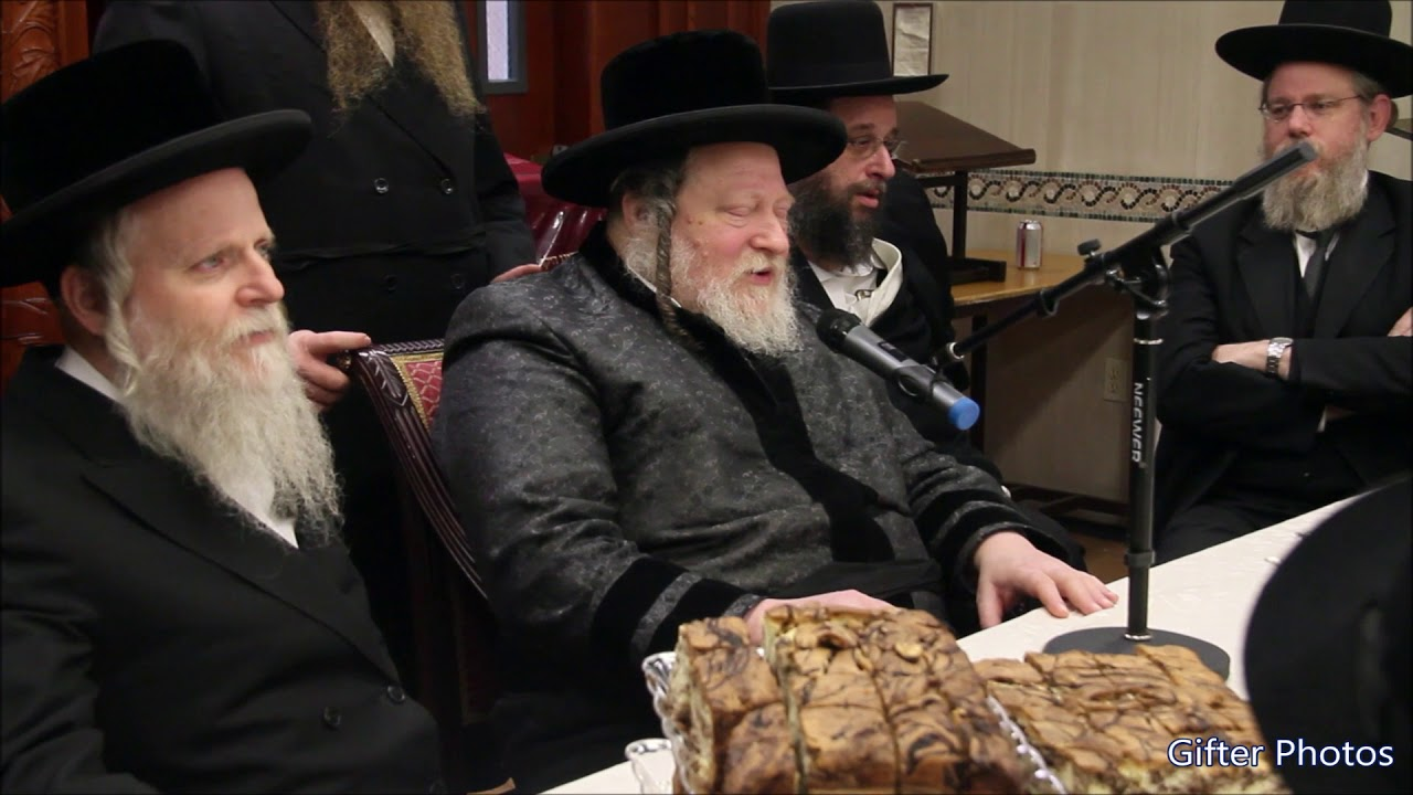 Pittsburgh Rebbe Sings New Song To Yeshiva Veretsky Students