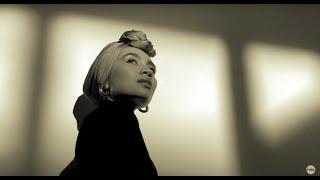 Смотреть клип Yuna - Stay Where You Are