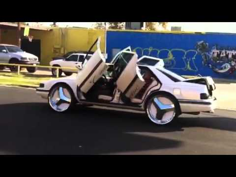Outrageous Spectraflair Town Car On 26 Dub Esinem Floaters 1080p
