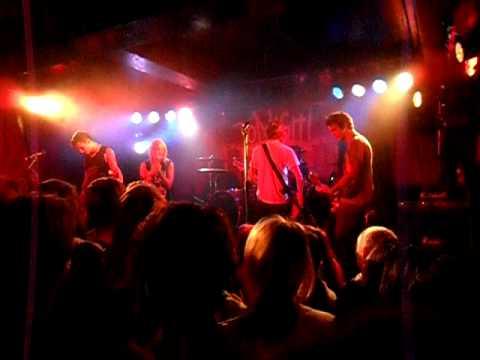 Tonight Alive - Invincible (acoustic)