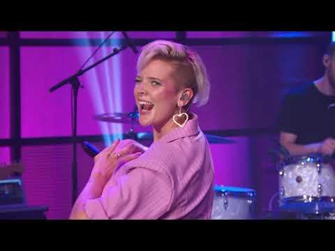 Смотреть клип Betty Who - Language