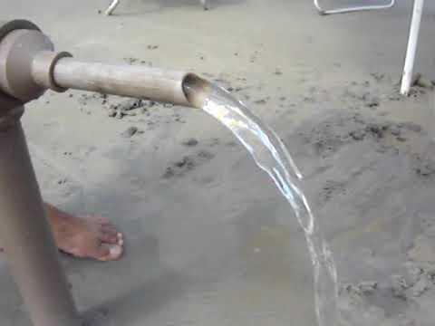 Tirando agua da areia bomba caseira youtube for Bombas de agua para estanques de jardin