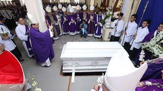 Nghi thức tại phận mộ Đức cha Giuse Vũ Duy Thống