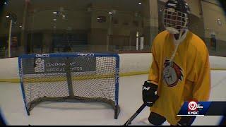 KMBC meteorologist Neville Miller gets crash course on playing hockey