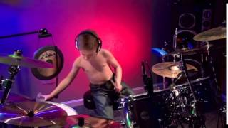 6 летний барабанщик играет Metallica   Master of Puppets