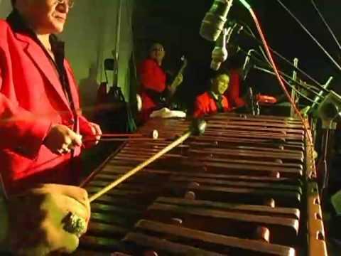 Checha y Su India maya Caballero ( A La Feria )