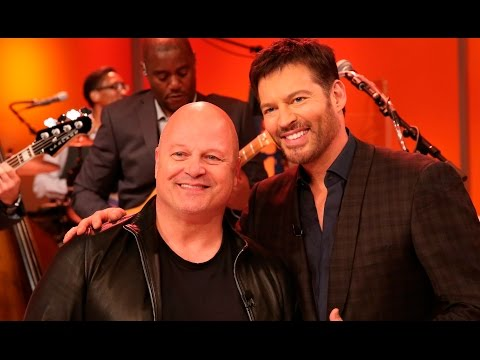 Michael Chiklis Sings on HarryTV!