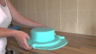 full-tutorial-2-tier-george-pig-cake-icing-the-cake-part-1