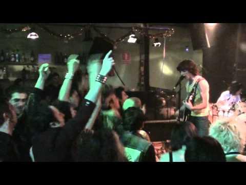 PISANDO GÜEVOS- Punkis De España (Sala Q-Tres 18-12-10)