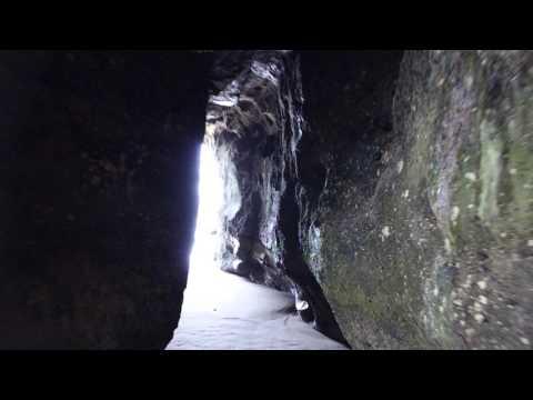 caves beach nsw near swansea walk through cave 2