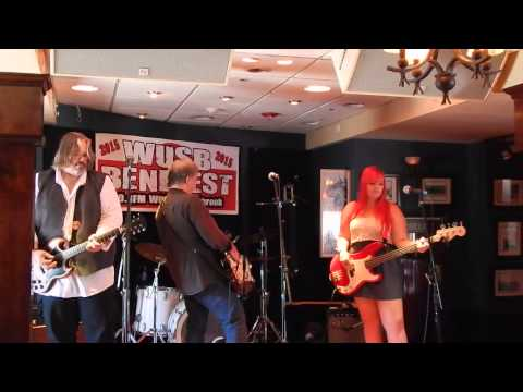 "Finn and His Mortal Enemies ""There She Goes Again"" WUSB Benefest 8-22-15"