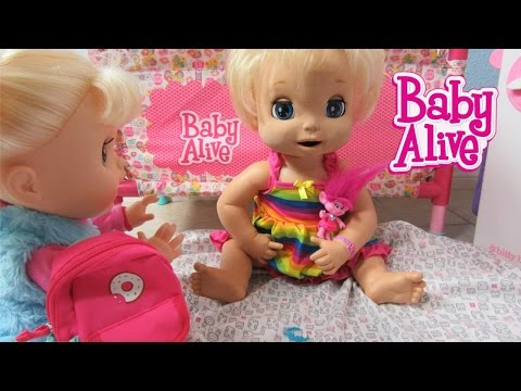 Baby Alive 2006 Soft Face doll London + Present! Real Surprises Sophia steals present! Trolls Poppy?